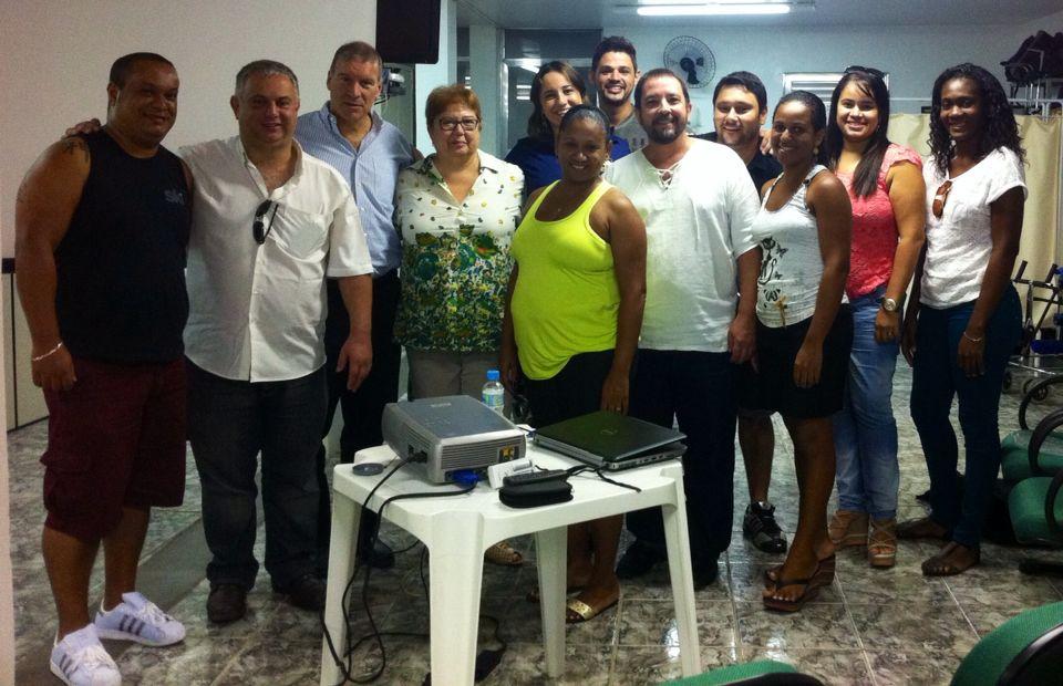 Da esquerda para a direita -> Lucas, Valério Câmara, Perry Loh, Rita Augusta, Mariana Damian, Neila, Diogo, Manoel Luiz, Danubio, Luana, Luiza, Nara.